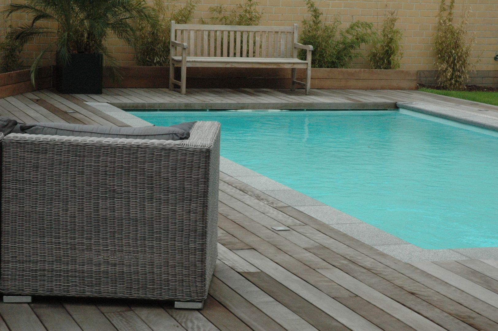 Contactez nous lpw ceramic pools for Piscine monocoque