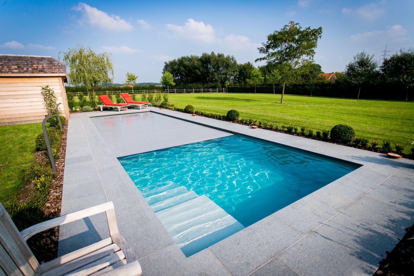 Volet de piscine ou couverture automatique lpw ceramic pools for Piscine monocoque